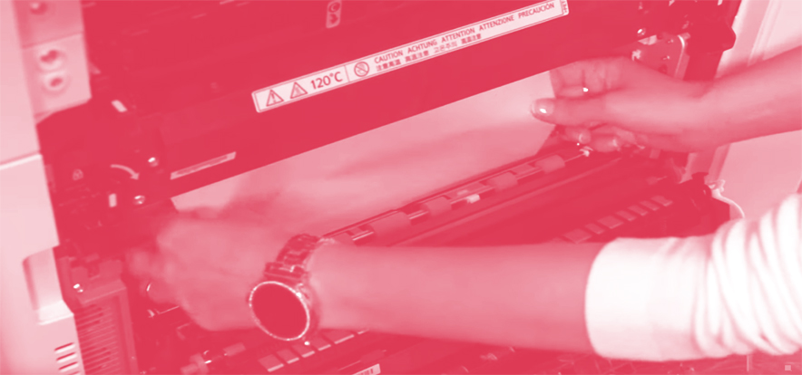 Atasco de papel en impresora multifuncional Ricoh